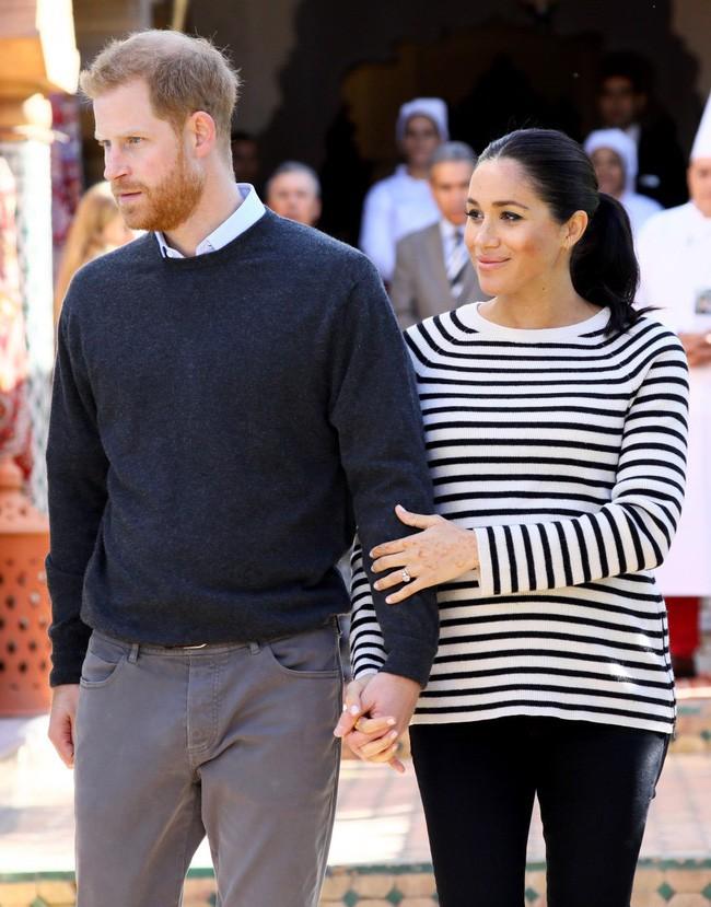 Lý do thực sự đằng sau gương mặt khó chịu, không một nụ cười của Hoàng tử Harry bên cạnh vợ bầu trong suốt chuyến công du vừa qua - Ảnh 2.
