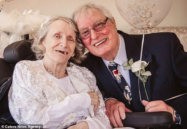 Cầu hôn mỗi năm 1 lần suốt hơn 40 năm, cuối cùng cụ ông cũng được người yêu ngỏ lời ngược lại ở tuổi thất thập cổ lai hy - Ảnh 6.