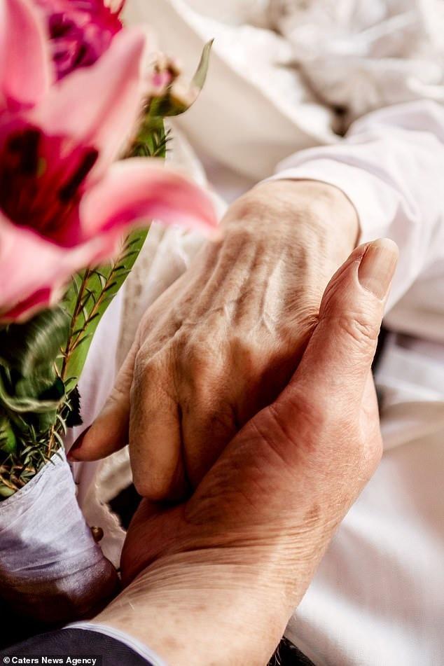 Cầu hôn mỗi năm 1 lần suốt hơn 40 năm, cuối cùng cụ ông cũng được người yêu ngỏ lời ngược lại ở tuổi thất thập cổ lai hy - Ảnh 7.