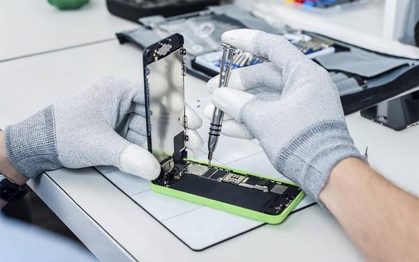Tin vui cho người dùng iPhone: Mức giá sửa thiết bị sẽ không còn đắt đỏ nữa nhờ quy định mới của Apple - Ảnh 1.