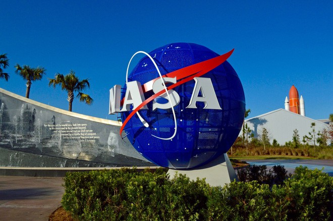NASA có thể đưa phi hành gia ra Vũ trụ là nhờ 11 người đàn ông khiếm thính - Ảnh 1.