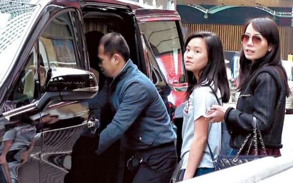 Tỷ phú phong lưu nhất Hong Kong: Chuyên săn mỹ nhân, U70 lấy thêm vợ đẹp kém 30 tuổi - Ảnh 13.