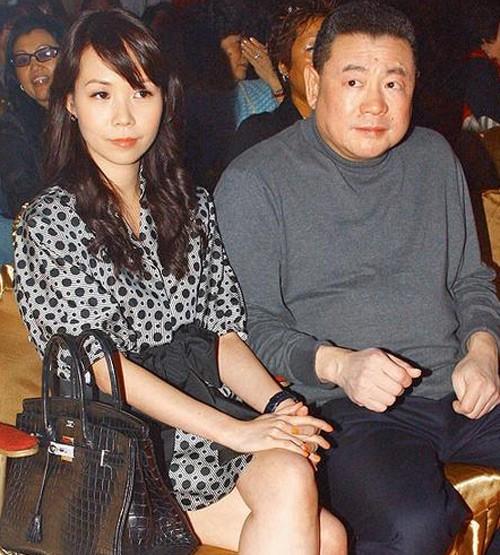 Tỷ phú phong lưu nhất Hong Kong: Chuyên săn mỹ nhân, U70 lấy thêm vợ đẹp kém 30 tuổi - Ảnh 9.