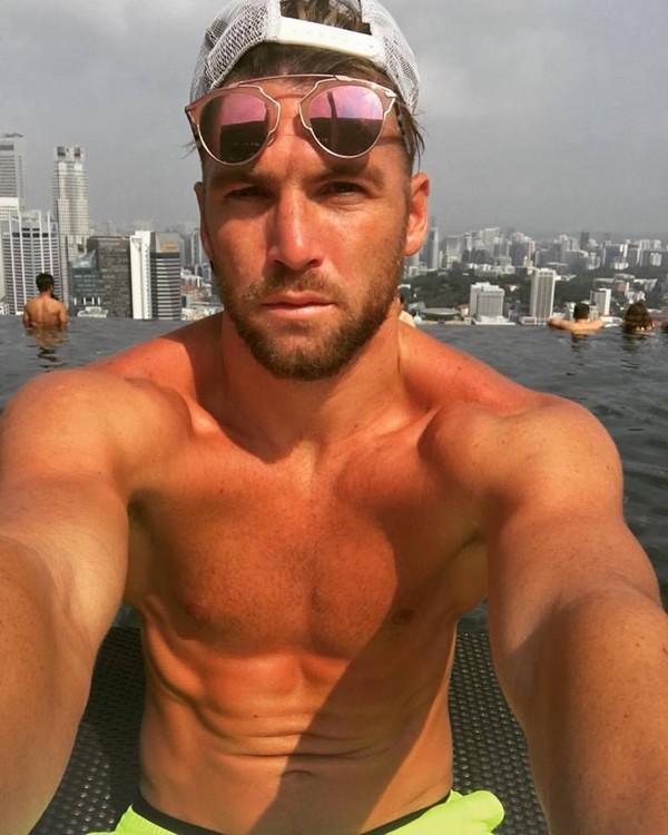 Cầu thủ đẹp trai từng đóng MV của Hồ Ngọc Hà vừa bị tố quấy rối tình dục là ai? - Ảnh 3.
