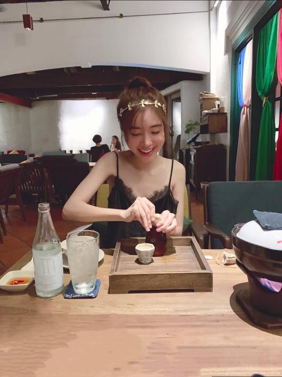 Táo bạo với loạt ảnh bịt mắt, Elly Trần không phải nắng cũng tiếp tục thiêu đốt mạng xã hội - Ảnh 7.
