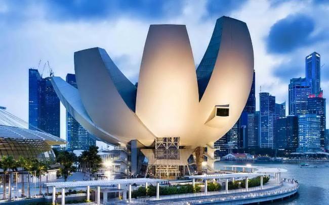 Những công trình kiến trúc độc đáo và là điểm đến hút khách ở Singapore - Ảnh 3.