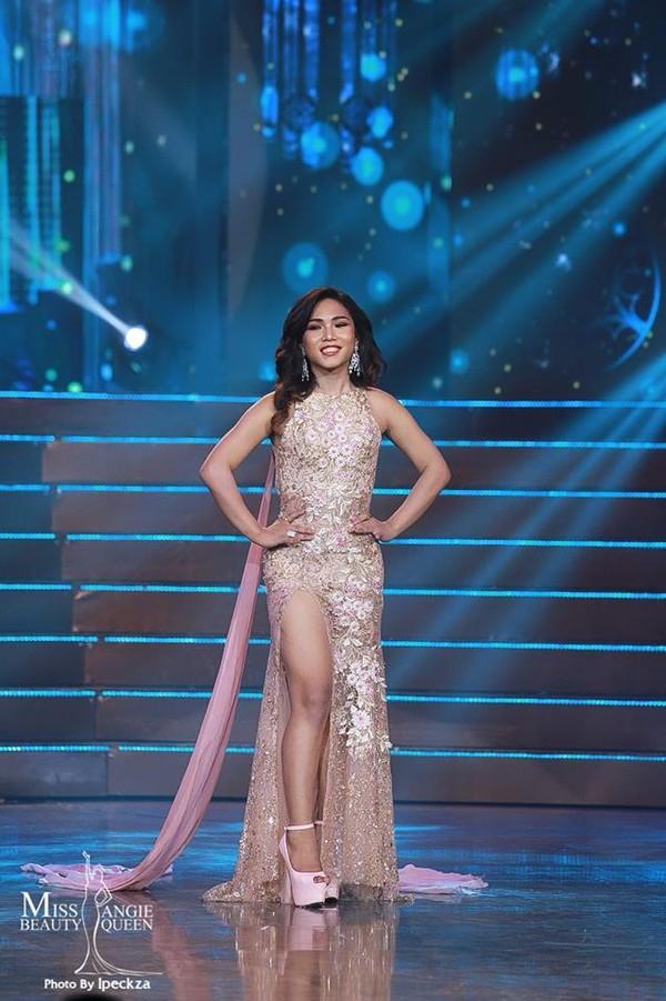 Nhật Hà chặt đẹp dàn thí sinh ở phần thi dạ hội tại chung kết Miss International Queen 2019 - Ảnh 16.