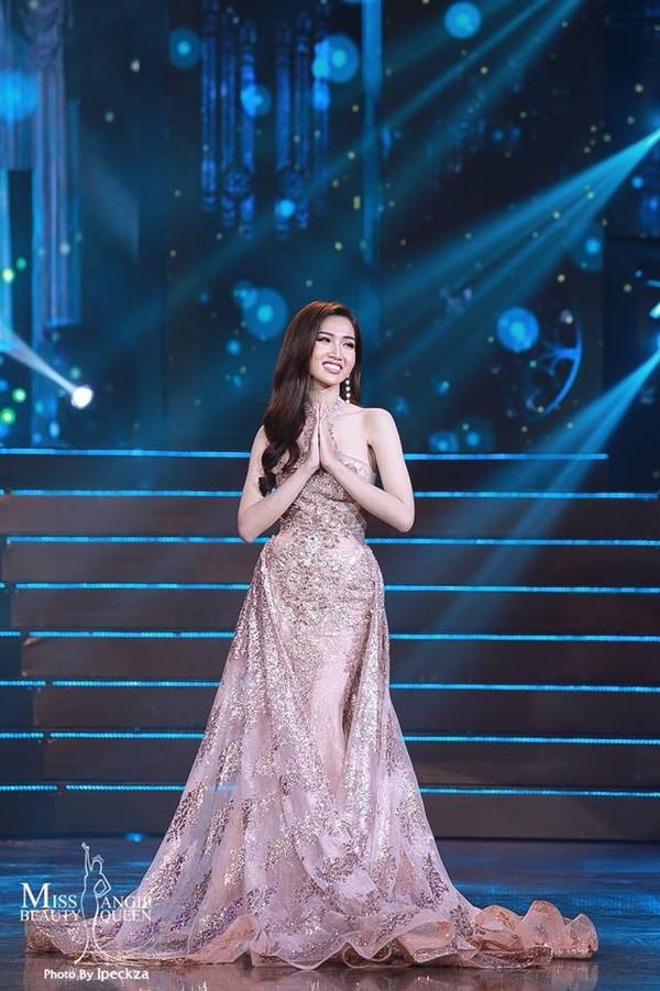 Nhật Hà chặt đẹp dàn thí sinh ở phần thi dạ hội tại chung kết Miss International Queen 2019 - Ảnh 3.