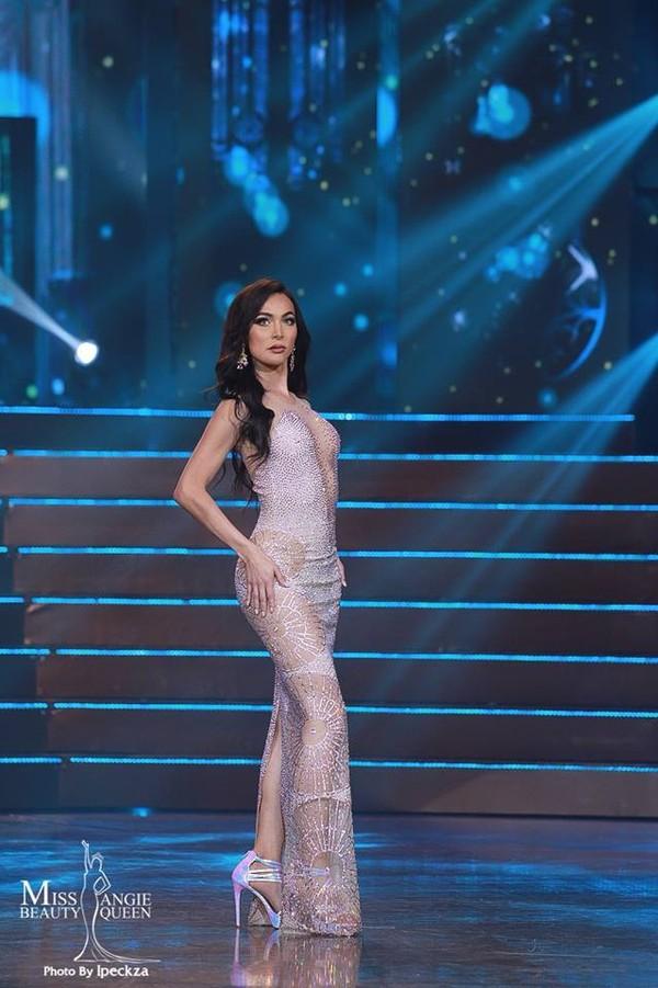 Nhật Hà chặt đẹp dàn thí sinh ở phần thi dạ hội tại chung kết Miss International Queen 2019 - Ảnh 21.
