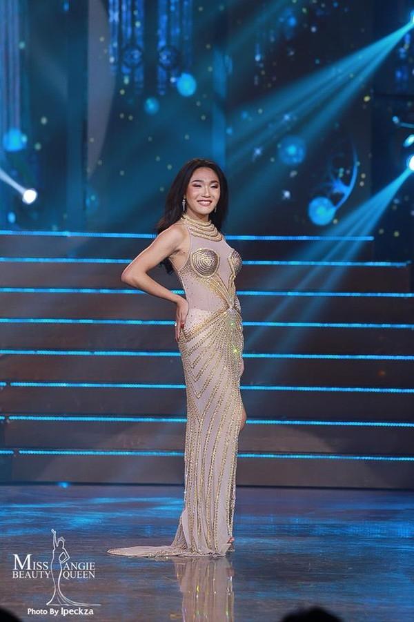 Nhật Hà chặt đẹp dàn thí sinh ở phần thi dạ hội tại chung kết Miss International Queen 2019 - Ảnh 22.