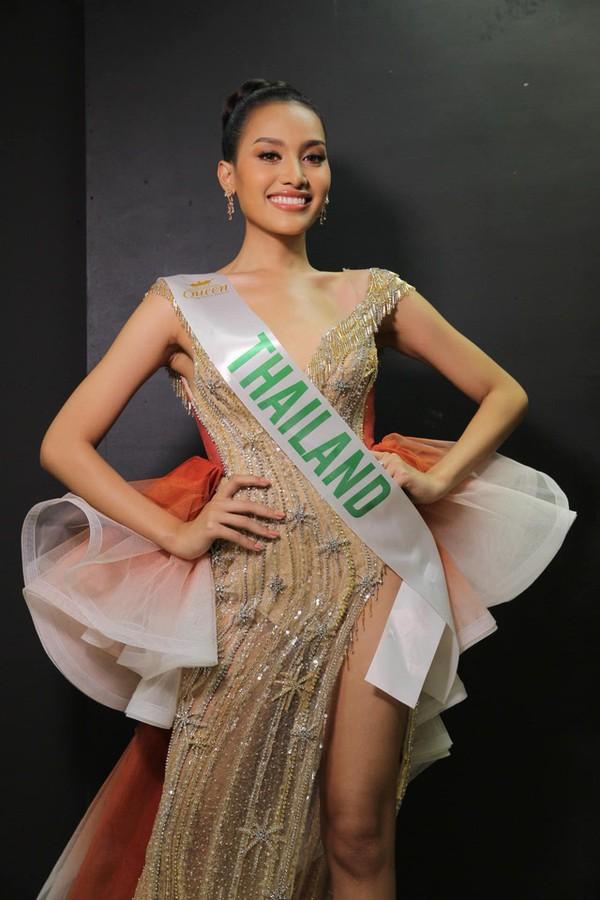 Nhật Hà chặt đẹp dàn thí sinh ở phần thi dạ hội tại chung kết Miss International Queen 2019 - Ảnh 9.