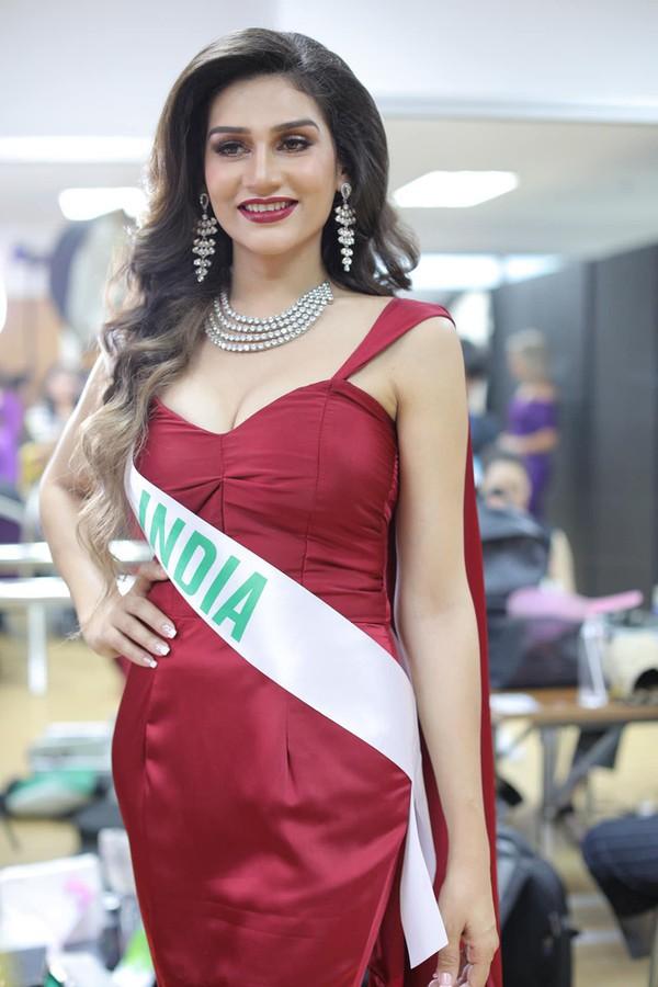 Nhật Hà chặt đẹp dàn thí sinh ở phần thi dạ hội tại chung kết Miss International Queen 2019 - Ảnh 10.