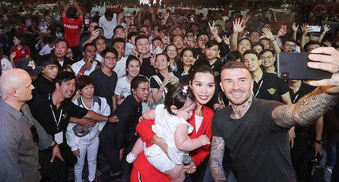 David Beckham vui vẻ trêu đùa con gái siêu mẫu Hà Anh - Ảnh 3.