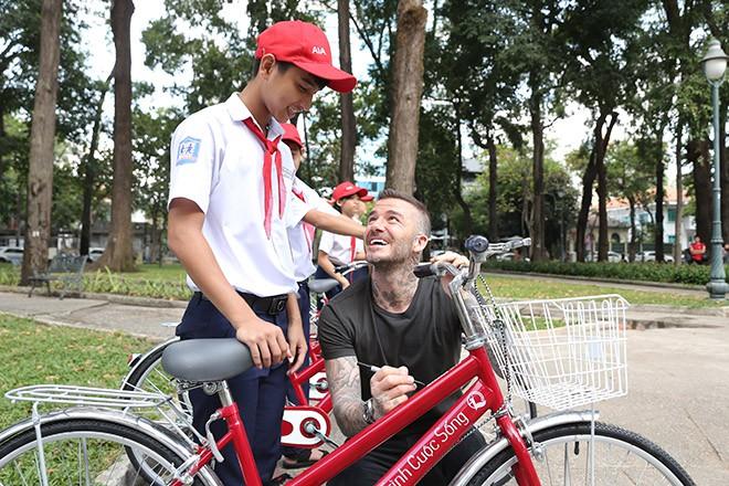 David Beckham vui vẻ trêu đùa con gái siêu mẫu Hà Anh - Ảnh 7.