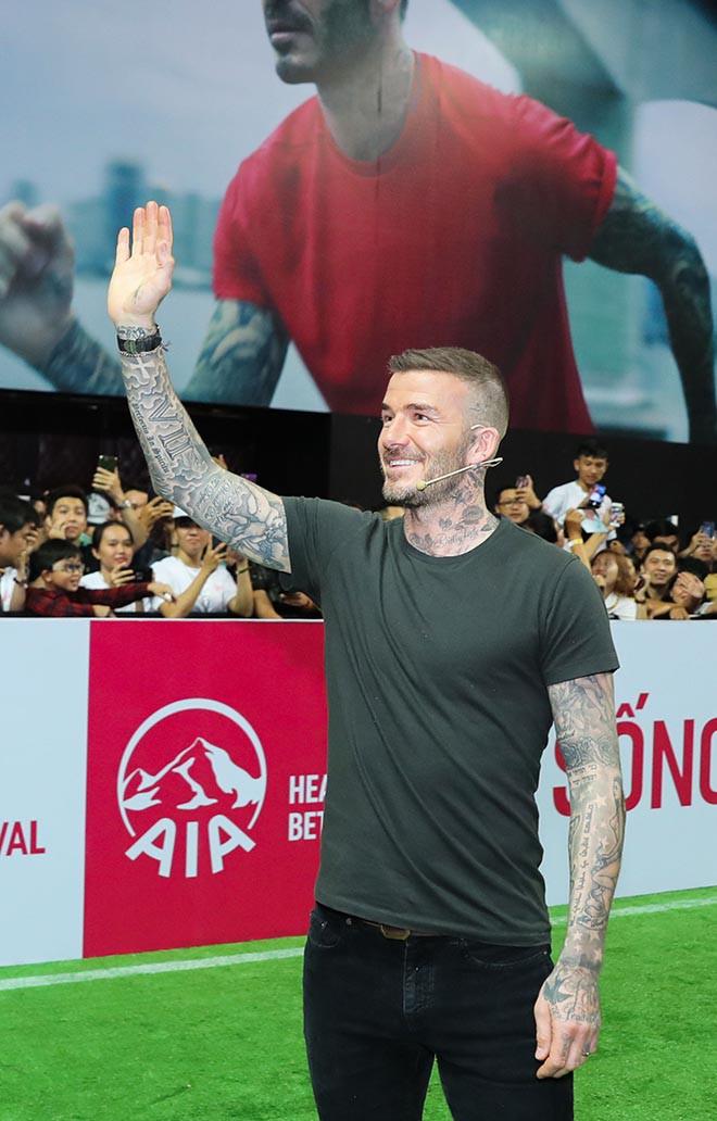 David Beckham vui vẻ trêu đùa con gái siêu mẫu Hà Anh - Ảnh 1.