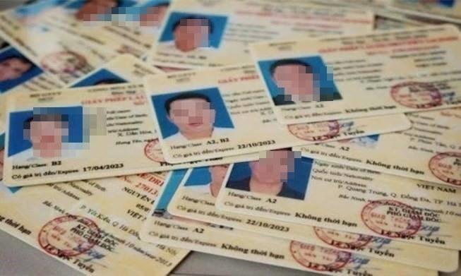 Mất giấy phép lái xe phải thi lại: Một đề xuất gây phản ứng dữ dội - Ảnh 1.