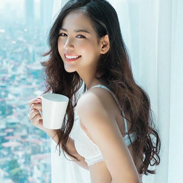 Cuộc sống ngậm thìa vàng từ khi sinh ra của 10x Quảng Bình xinh đẹp - Ảnh 1.