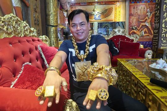 3 mô tô khủng mạ vàng 10 tỷ đồng của Phúc XO - người đeo nhiều vàng nhất Việt Nam - Ảnh 2.