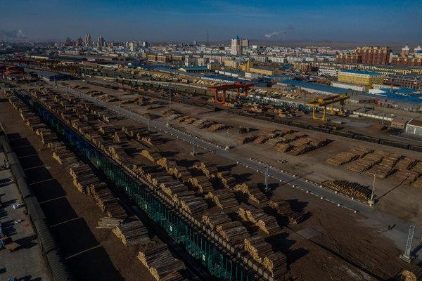 Khát tài nguyên, Trung Quốc ngấu nghiến tài sản quý báu của Nga: Người dân phẫn nộ! - Ảnh 7.