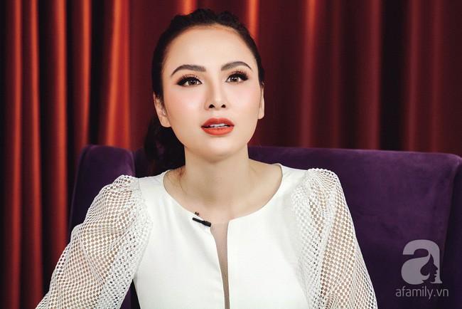 LIVESTREAM: Hoa hậu Diễm Hương phủ nhận chuyện ly hôn lần 2 - Ảnh 2.