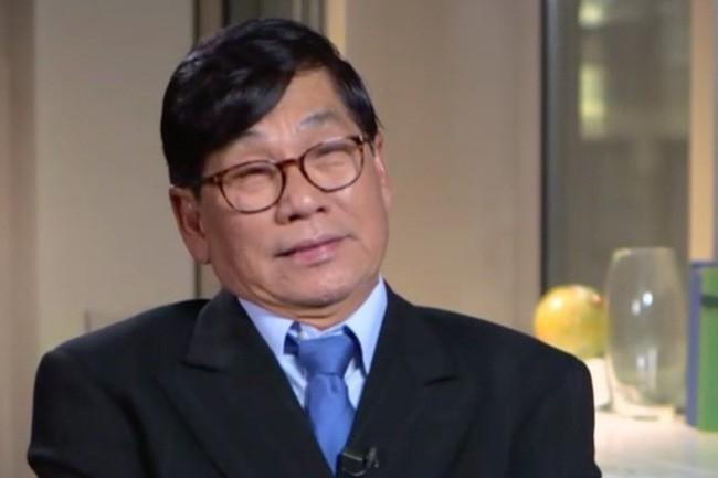 Bác sĩ Mỹ gốc Việt lên tiếng sau 2 năm bị kéo lê khỏi máy bay - Ảnh 1.