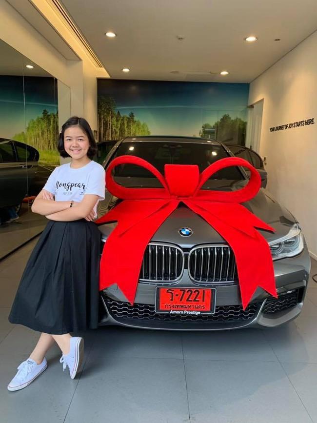 Cô bé trở thành nghệ sĩ trang điểm nổi tiếng ở tuổi 12, sở hữu khối tài sản kếch xù, tự tặng sinh nhật mình bằng BMW - Ảnh 1.