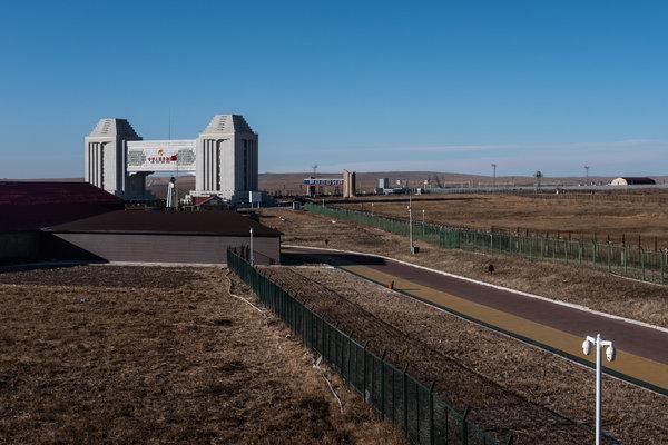Khát tài nguyên, Trung Quốc ngấu nghiến tài sản quý báu của Nga: Người dân phẫn nộ! - Ảnh 3.