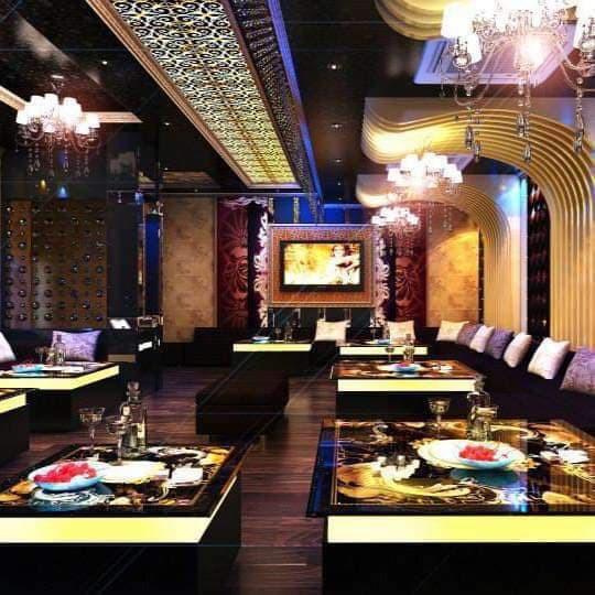 Bên trong quán karaoke ăn chơi của Phúc XO - người đeo nhiều vàng nhất Việt Nam vừa bị công an tạm giữ - Ảnh 5.