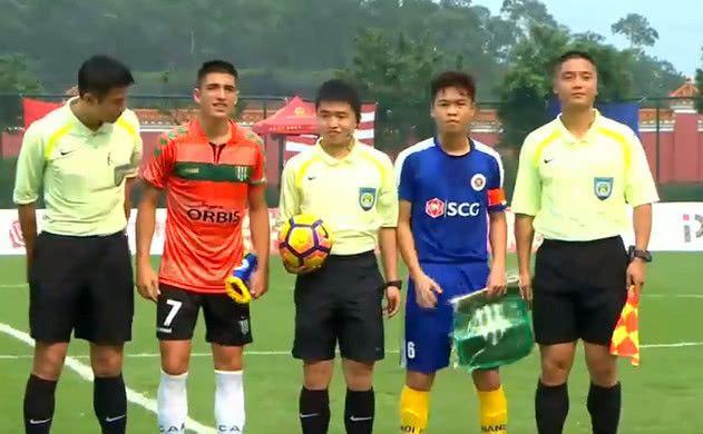 Báo Trung Quốc lo lắng cho nền bóng đá, khen ngợi sao trẻ Việt đá phạt như Quang Hải - Ảnh 1.