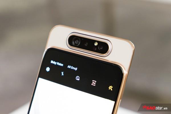 4 smartphone có camera trước kỳ lạ nhất làng di động: Hết thò thụt kiểu vây cá mập lại lật xoay 180 độ - Ảnh 1.