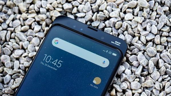 4 smartphone có camera trước kỳ lạ nhất làng di động: Hết thò thụt kiểu vây cá mập lại lật xoay 180 độ - Ảnh 4.