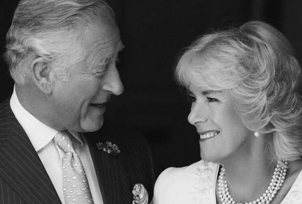 Thân vương Charles rạng ngời hạnh phúc bên người vợ thứ 2 nhân kỷ niệm 14 năm ngày cưới - Ảnh 1.