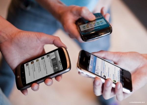 Nhiều người đang lạm dụng điện thoại di động và nhận 5 tác động nguy hiểm với sức khoẻ này - Ảnh 1.