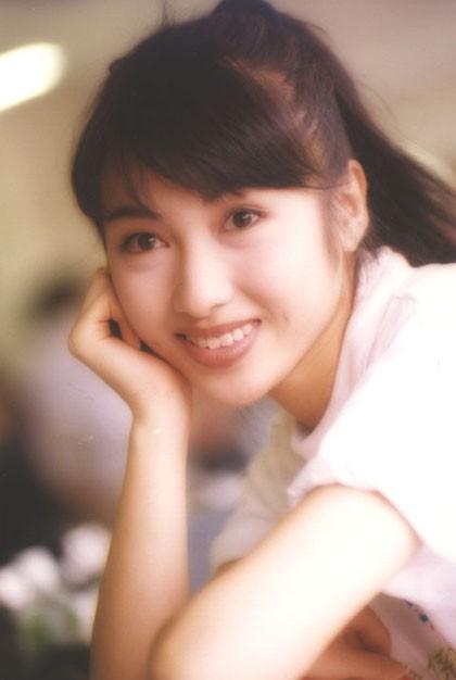 Lê Tư hồi trẻ đẹp thế nào mà Trương Bá Chi phải nói: Ở Hong Kong tôi chỉ thừa nhận cô ấy đẹp hơn tôi - Ảnh 4.
