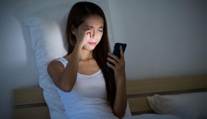 Nhiều người đang lạm dụng điện thoại di động và nhận 5 tác động nguy hiểm với sức khoẻ này - Ảnh 4.