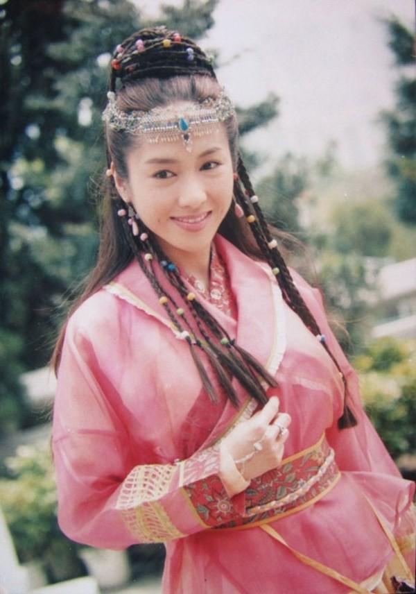 Lê Tư hồi trẻ đẹp thế nào mà Trương Bá Chi phải nói: Ở Hong Kong tôi chỉ thừa nhận cô ấy đẹp hơn tôi - Ảnh 6.