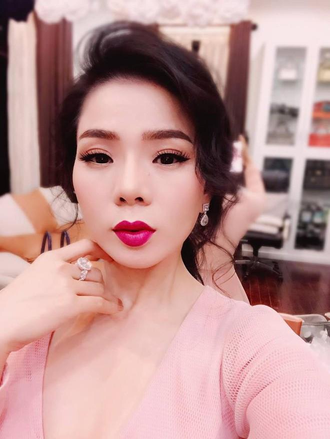 """Những BST """"cực khủng"""" của sao Việt: Từ tủ nước hoa chất đầy như siêu thị đến những chú gấu đồ chơi đáng giá bạc tỷ - Ảnh 1."""