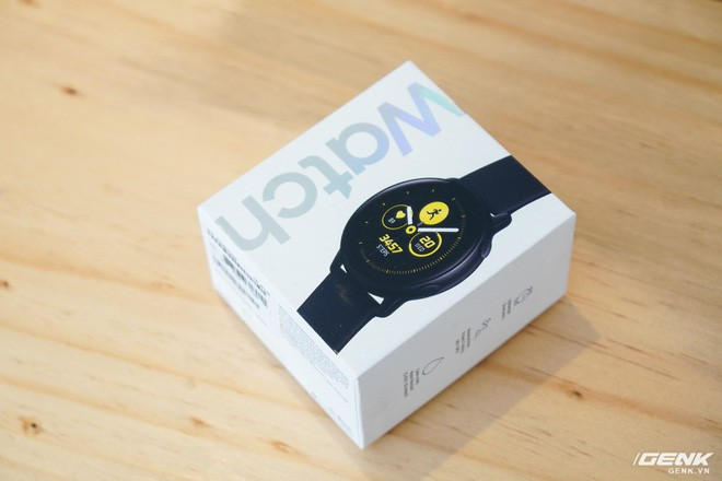 Trên tay đồng hồ Galaxy Watch Active giá 5,5 triệu đồng: đơn giản nhưng không kém phần sang trọng, thiết kế nhỏ gọn hợp với cổ tay người Á Đông - Ảnh 1.