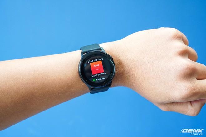 Trên tay đồng hồ Galaxy Watch Active giá 5,5 triệu đồng: đơn giản nhưng không kém phần sang trọng, thiết kế nhỏ gọn hợp với cổ tay người Á Đông - Ảnh 13.