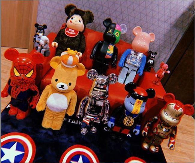 """Những BST """"cực khủng"""" của sao Việt: Từ tủ nước hoa chất đầy như siêu thị đến những chú gấu đồ chơi đáng giá bạc tỷ - Ảnh 20."""