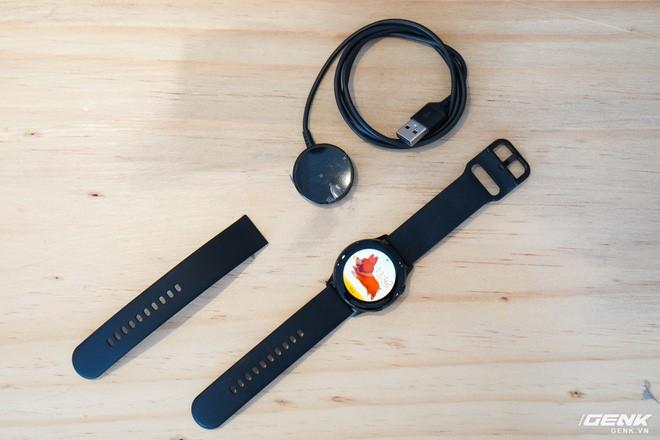 Trên tay đồng hồ Galaxy Watch Active giá 5,5 triệu đồng: đơn giản nhưng không kém phần sang trọng, thiết kế nhỏ gọn hợp với cổ tay người Á Đông - Ảnh 3.