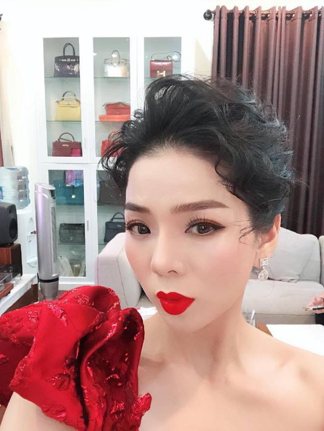 """Những BST """"cực khủng"""" của sao Việt: Từ tủ nước hoa chất đầy như siêu thị đến những chú gấu đồ chơi đáng giá bạc tỷ - Ảnh 5."""