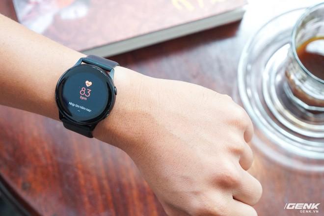 Trên tay đồng hồ Galaxy Watch Active giá 5,5 triệu đồng: đơn giản nhưng không kém phần sang trọng, thiết kế nhỏ gọn hợp với cổ tay người Á Đông - Ảnh 5.