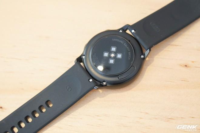 Trên tay đồng hồ Galaxy Watch Active giá 5,5 triệu đồng: đơn giản nhưng không kém phần sang trọng, thiết kế nhỏ gọn hợp với cổ tay người Á Đông - Ảnh 6.