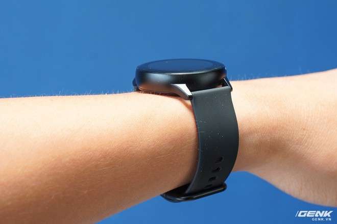 Trên tay đồng hồ Galaxy Watch Active giá 5,5 triệu đồng: đơn giản nhưng không kém phần sang trọng, thiết kế nhỏ gọn hợp với cổ tay người Á Đông - Ảnh 7.