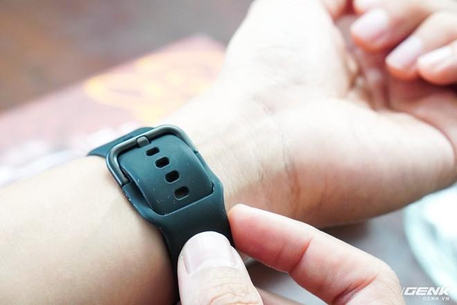 Trên tay đồng hồ Galaxy Watch Active giá 5,5 triệu đồng: đơn giản nhưng không kém phần sang trọng, thiết kế nhỏ gọn hợp với cổ tay người Á Đông - Ảnh 9.
