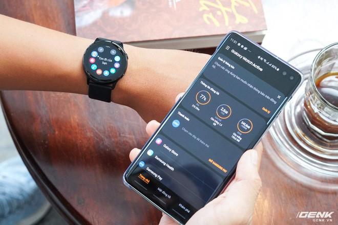 Trên tay đồng hồ Galaxy Watch Active giá 5,5 triệu đồng: đơn giản nhưng không kém phần sang trọng, thiết kế nhỏ gọn hợp với cổ tay người Á Đông - Ảnh 10.