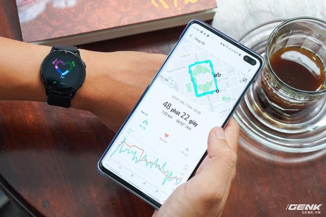 Trên tay đồng hồ Galaxy Watch Active giá 5,5 triệu đồng: đơn giản nhưng không kém phần sang trọng, thiết kế nhỏ gọn hợp với cổ tay người Á Đông - Ảnh 11.