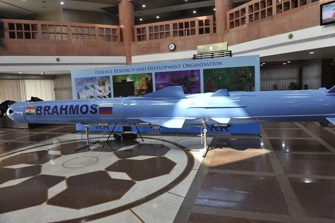 Trung Quốc choáng váng khi tên lửa BrahMos-ER Ấn Độ đạt tầm bắn 900 km - Ảnh 1.