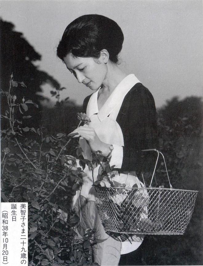 Nhan sắc kiều diễm của Hoàng hậu thường dân Michiko thời trẻ, khiến vua say đắm đến phá bỏ quy tắc Hoàng gia - Ảnh 7.